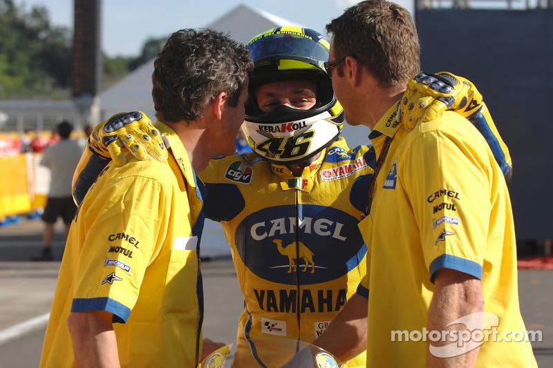 Valentino Rossi celebra el segundo lugar