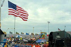 Old Glory durant l'hymne national