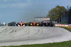 Dan Clarke mène au départ de la course