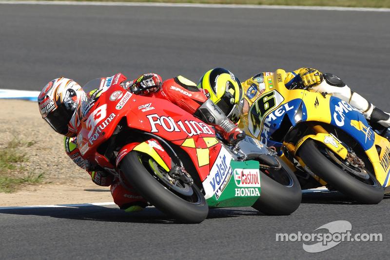 Marco Melandri, Honda; Valentino Rossi, Yamaha