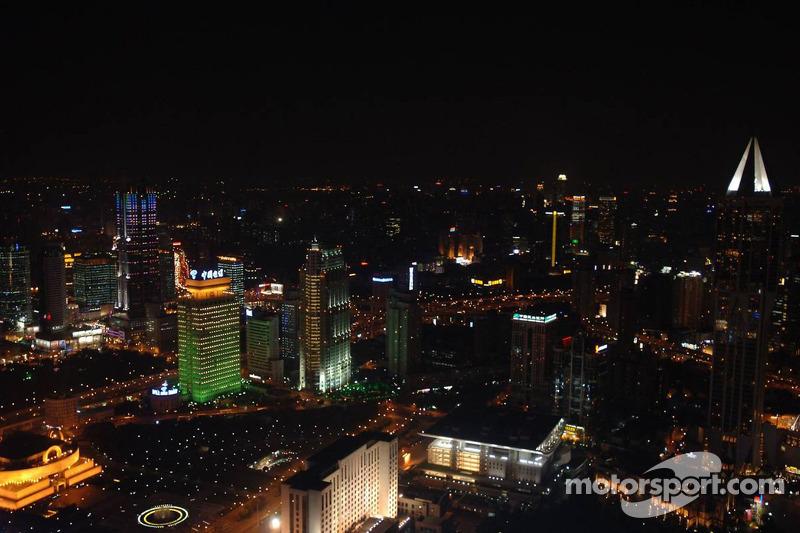 В Шанхай формула 1 приехала в середине сентября. Китайская гонка появилась в календаре за два года до этого и проводилась в конце сезона – в 2006-м это был 16-й из 18 этапов.