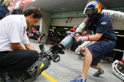 Red Bull Racing s'essaie au pit stop pour les caméras TV