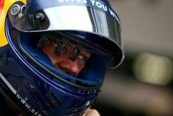 Un refueler Red Bull Racing a un dispositif devant son œil à l'intérieur de son casque