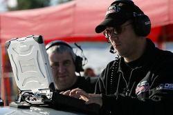 Les membres du Multimatic Motorsports Team Panoz au travail