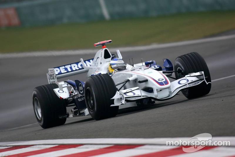 Четвертым в гонке должен был финишировать Ник Хайдфельд, у которого была верная тактика. Но пилот BMW-Sauber никогда не славился везением – вот и в этот раз его сначала придержали круговые (Такуму Сато даже дисквалифицировали за это после финиша), а потом догнали соперники. Все закончилось потрясающим финальным кругом и тройной аварией за два поворота до финиша.