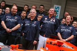 Spyker MF1 Racing fotoğraf çekimi: Colin Kolles, Takım Patronu, Fred Mulder, Victor R. Muller, Şef S