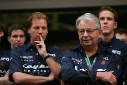 Sesión de fotos: Michiel Mol, futuro Director de Formula One Racing, y Fred Mulder, Spyker MF1 Racin