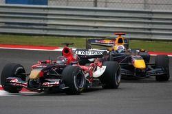 Scott Speed lidera a David Coulthard