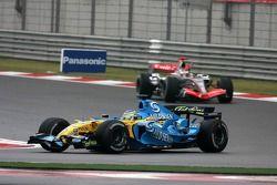 Giancarlo Fisichella devant Kimi Raikkonen