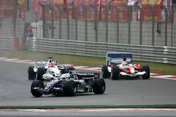 Nico Rosberg devant Robert Kubica and Jarno Trulli