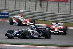 Nico Rosberg devant Jarno Trulli