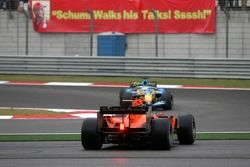 Christijan Albers part en tête à queue et est dépassé par Giancarlo Fisichella