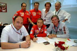 Signature de partenariat technique entre Ferrari et Spyker MF1 Racing
