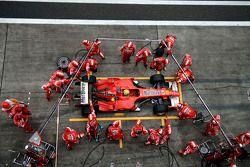 Para en boxes para Felipe Massa