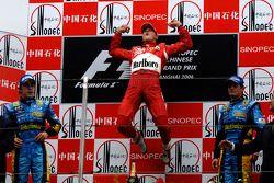 Podium: le vainqueur Michael Schumacher avec Fernando Alonso et Giancarlo Fisichella