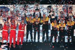 Podium LMP2 : vainqueurs de classe Sascha Maassen, Timo Bernhard et Emmanuel Collard, Lucas Luhr, R