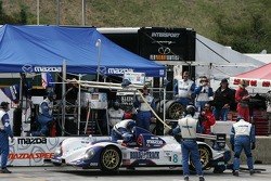 Arrêt au stand pour la Courage C65 Mazda #8 B-K Motorsports : Jamie Bach, Guy Cosmo, Elliott Forbes-Robinson