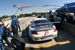 Pitstop pour la Porsche 911 GT3 RSR #23 Alex Job Racing : Dominik Farnbacher, Marcel Tiemann, Robin