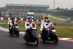 Takuma Sato et Sakon Yamamoto font un tour de circuit