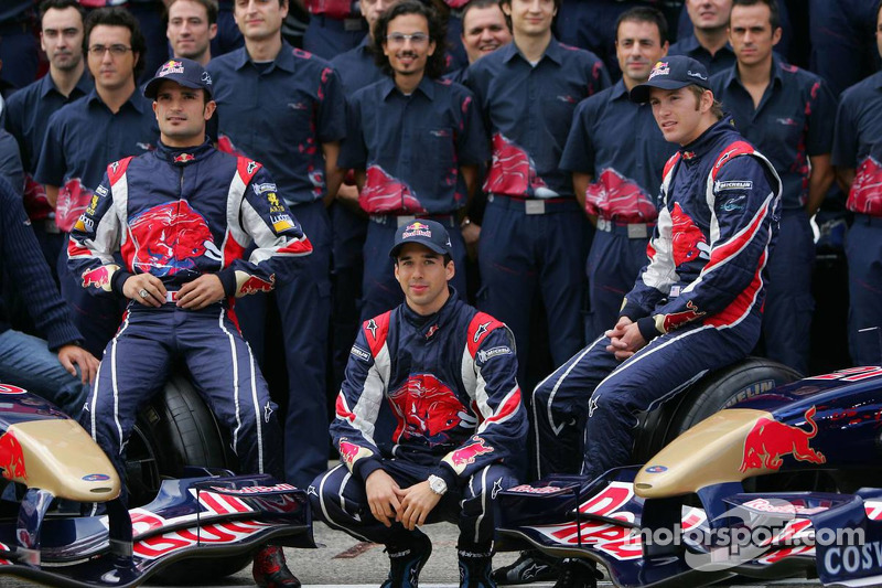 Em 2006, na primeira temporada da Toro Rosso na F1, Liuzzi fez dupla com o norte-americano Scott Speed (direita). Na Red Bull, Coulthard seguiu tendo Klien como parceiro, mas o austríaco foi substituído pelo holandês Robert Doornbos a quatro provas do fim do ano.