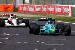 Иван Капелли за рулем March и Герхард Бергер за рулем McLaren Honda
