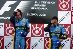 Podium: le vainqueur Fernando Alonso avec Giancarlo Fisichella