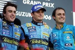 Podium:le vainqueur Fernando Alonso avec Giancarlo Fisichella et Frederic Lom