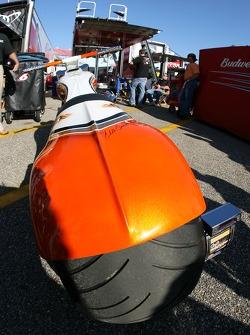 Dale Earnhardt Jr.'s de la JR Motorsportset le vélo vendu aux enchères pour la Make a Wish Foundation