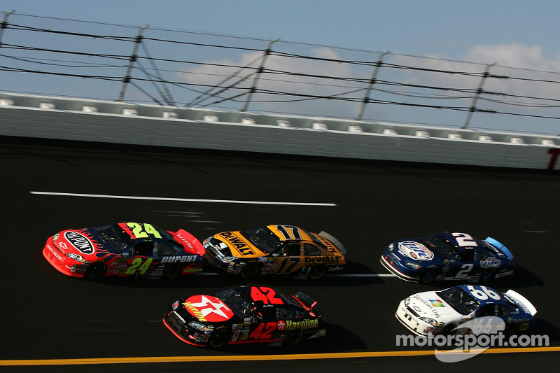 Jeff Gordon, Casey Mears, Matt Kenseth, Jeff Green et Kurt Busch