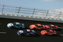 Clint Bowyer, Kurt Busch, Tony Stewart, Jeff Burton et Dale Earnhardt Jr.
