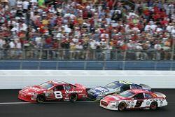 Dale Earnhardt Jr. Devant Kasey Kahne et Jimmie Johnson