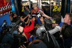 Jeff Gordon parle aux médias