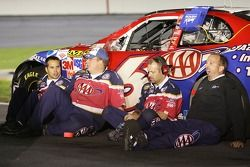 Les membres du team AAA Ford prennent une pause