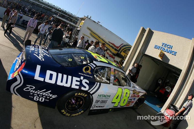 Chevrolet du team Lowe's à l'inspection technique