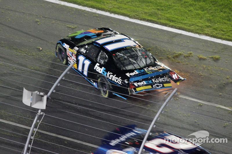 Denny Hamlin impliqué dans l'accident du premier tour