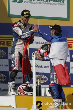Kenan Sofuoglu et Sébastien Charpentier célèbrent cette belle victoire