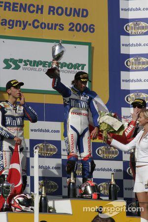 Sébastien Charpentier fête sa victoire
