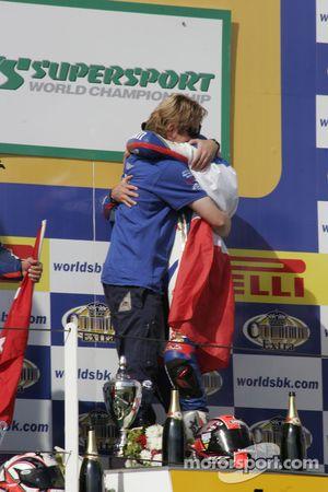 Ronald Ten Kate féliciter Sébastien Charpentier pour son deuxième titre