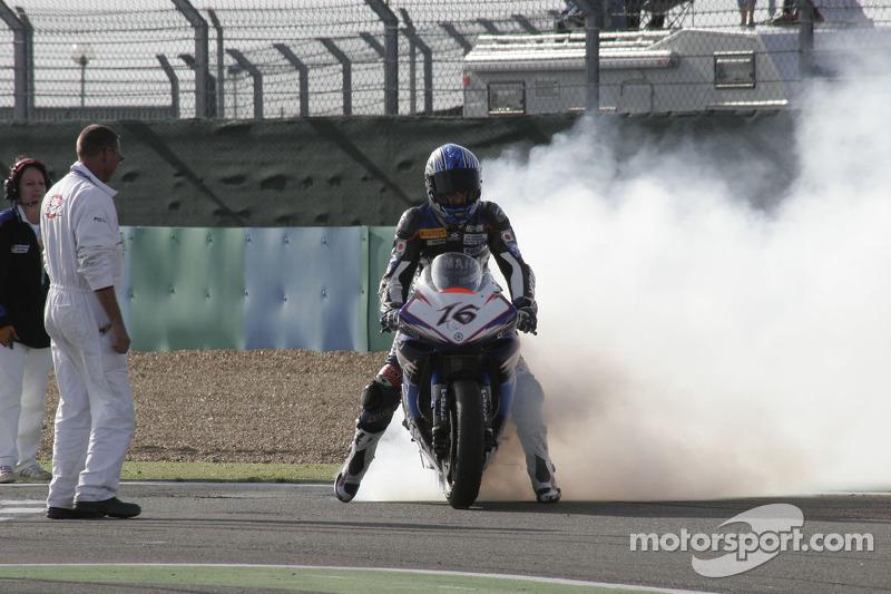 Sébastien Gimbert brûle son pneu