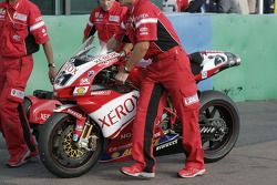 La moto du champion du monde Troy Bayliss