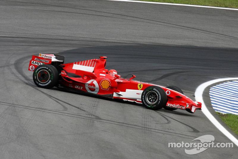 Michael Schumacher trompea en los entrenamientos libres