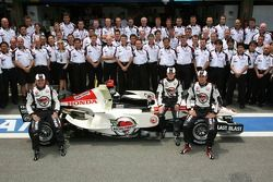 Honda Racing F1 team photo: Anthony Davidson, Jenson Button and Rubens Barrichello pose with Honda R