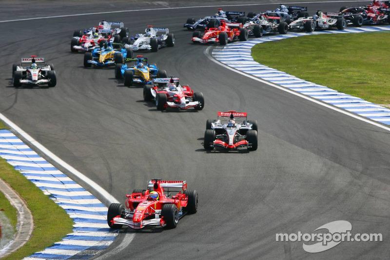 Start: Felipe Massa leads Kimi Raikkonen, Jarno Trulli and Fernando Alonso