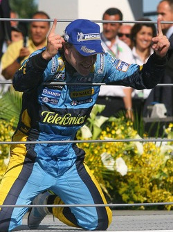 Podium: 2006 World Champion Fernando Alonso celebrates