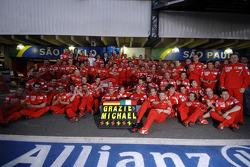 Michael Schumacher feiert sein Karriereende mit dem Ferrari-Team