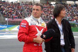 Moments émouvants pour Jean Alesi et son manager Mario Miyakawa, pour sa dernière course en DTM
