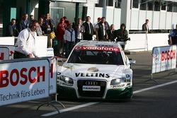 Heinz-Harald Frentzen commet une erreur en rejoignant le parc fermé
