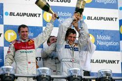 Podium : Bruno Spengler reçoit une douche au champagne par Tom Kristensen, Jamie Green et Hans-JürgenMattheis