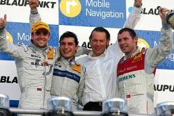 Podium : le vainqueur de la course Bruno Spengler avec Jamie Green, Tom Kristensen et Hans-JürgenMattheis
