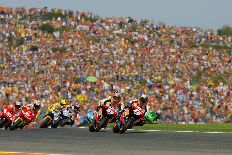 Валентино, пытаясь отыграться после неудачного старта, упал на пятом круге гонки.